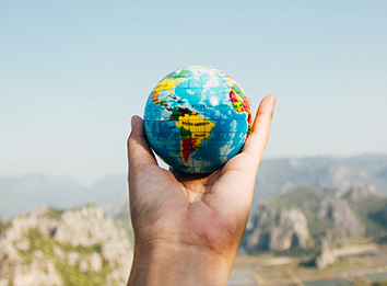 viajar-o-mundo-pode-ajudar-em-sua-carreira-profissional